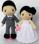 knitted-bride-and-groom-cake-topper